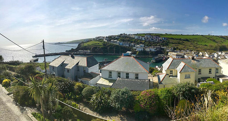 Mariners Lee is situated at a high elevation overlooking Mevagissey